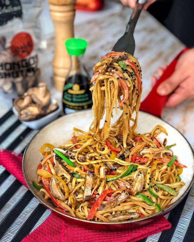 Fideos en salsa thai